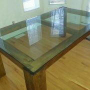 table-avec-dessus-en-verre